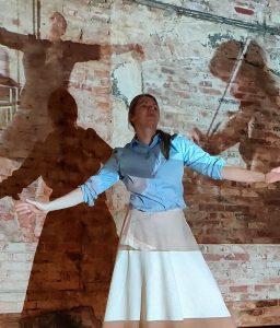Kuvassa tanssija